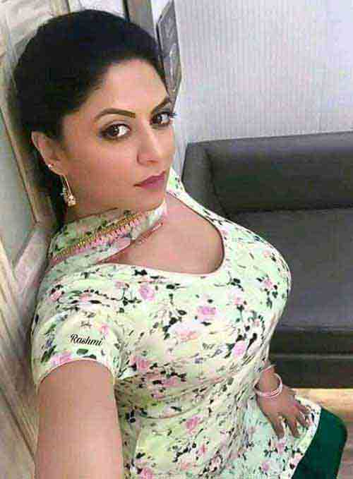 Hot independent girl pic escort Vadodara